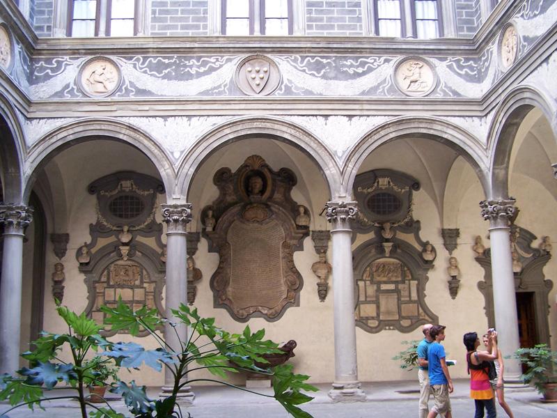 medici-courtyard