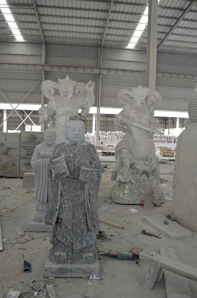 mangum-design-build-marble-statues-19