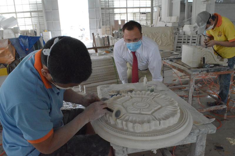 mangum-design-build-marble-statues-23