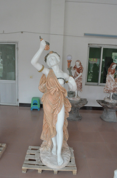 mangum-design-build-marble-statues-28